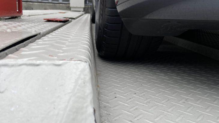 テスラモデル3の機械式駐車場について