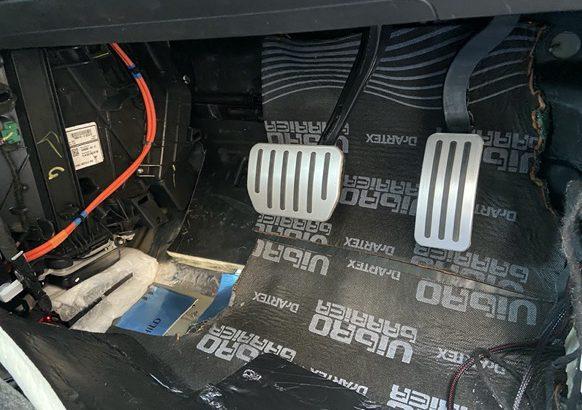 モデル3のデッドニング#4 運転席助手席フロア
